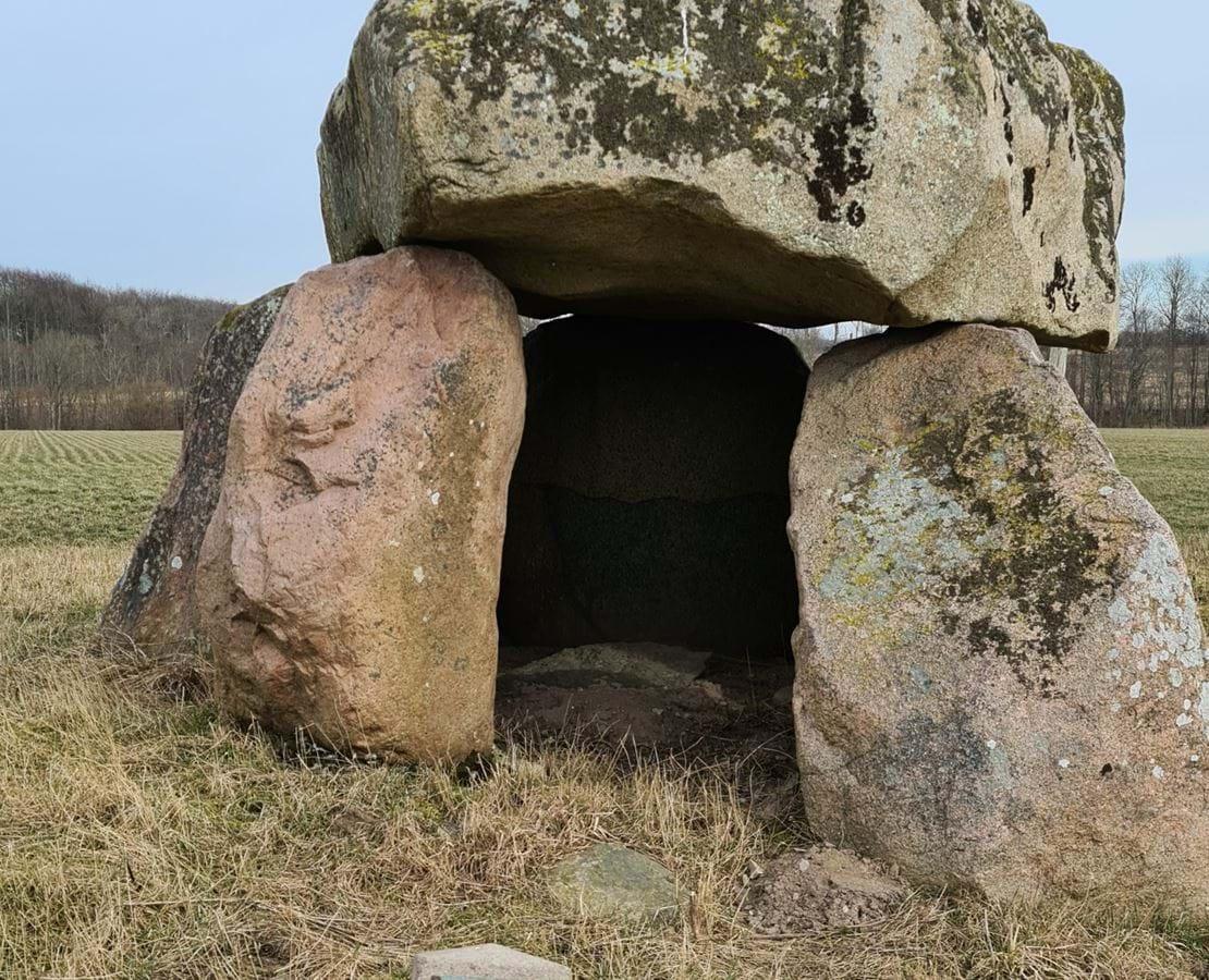 Eskildstrup-dyssen er en rundhøj fra den tidligere bondestenalder.